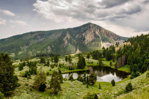 lac de montagne reflets - lac mirror lake photos et images de collection
