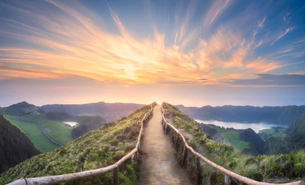 蓬塔德爾加達島山地景觀 - 大自然 個照片及圖片檔