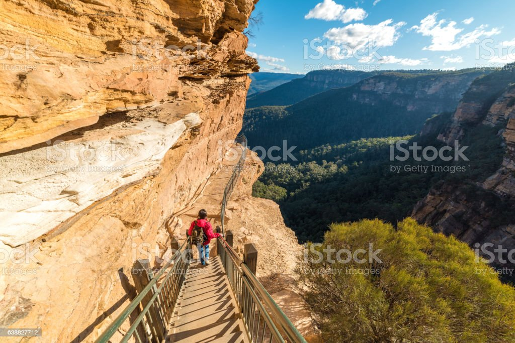 Mountain landscape with a woman hiking, going downstairs mountai – Foto
