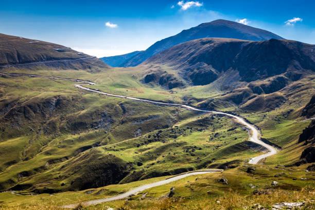 와인딩도로와 산 풍경 - 카르파티아 산맥 뉴스 사진 이미지