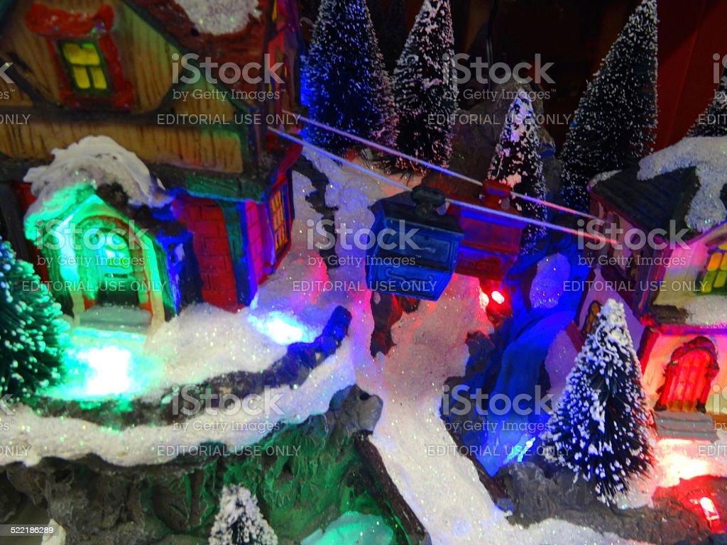 Case Di Montagna A Natale : Modello villaggio di montagna di natale con case in miniatura