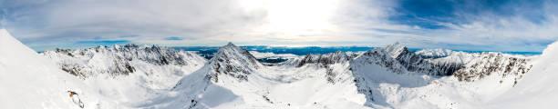 Dağ panorama - vadiler Dağları ile ayrılır. stok fotoğrafı