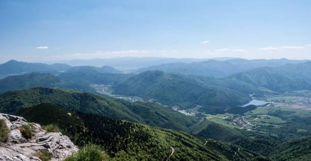 슬로바키아에서 mala fatra 산에서 chleb 언덕에서 vah 강 골짜기와 산 파노라마 - 벨리카 파트라 뉴스 사진 이미지
