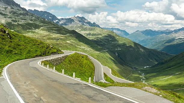 mountain pass in der Schweiz – Foto