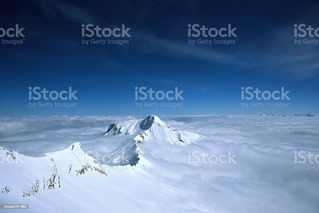 Mountain peak and horizon 免版稅 stock photo