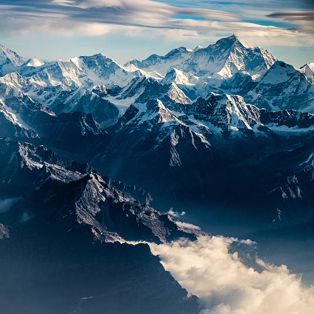 mountain peak in nepal himalaya - mountain range stock photos and pictures