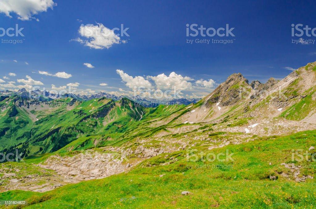 Blick auf die Berggipfel um das Nebelhorn..