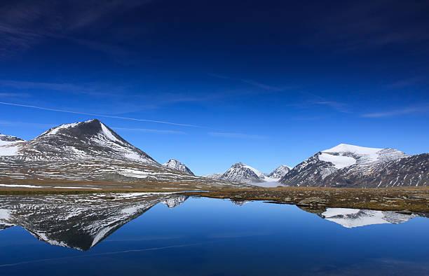 mountain reflections - norrbotten bildbanksfoton och bilder