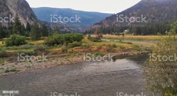 Río De Montaña Foto de stock y más banco de imágenes de Agua