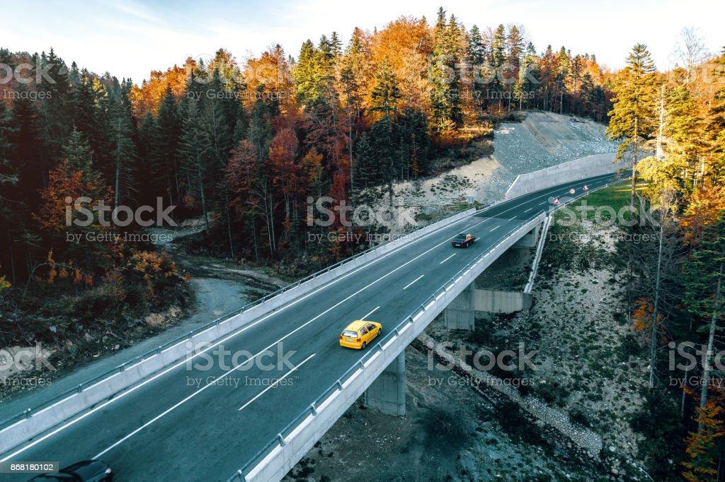 Dağ yolundan Saraybosna ve Tuzla arasında stok fotoğrafı
