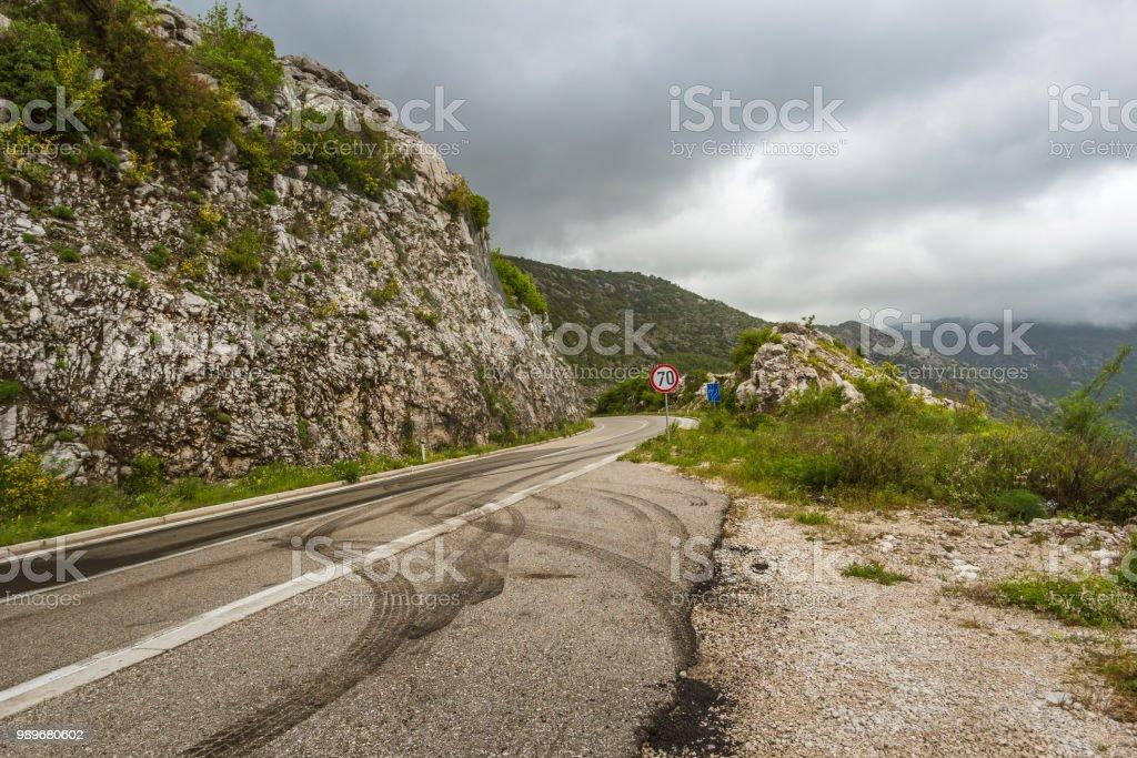 Berglandschaft Straße außerhalb der Stadt von Kotor in Montenegro getroffen. – Foto
