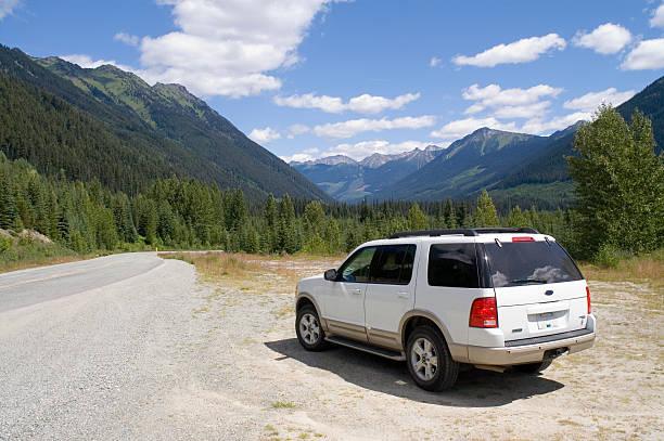 mountain road - motionless in white stock-fotos und bilder