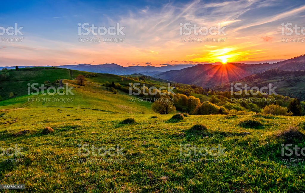 mountain rural area in springtime at cloudy sunset royalty free stockfoto