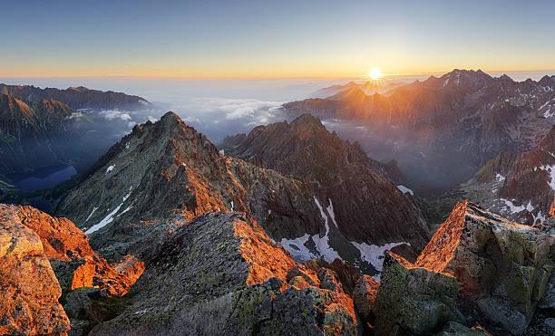 mountain sunset panorama landscape in tatras, rysy, slovakia - 슬로바키아 뉴스 사진 이미지