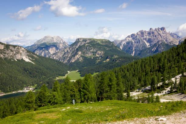 Trzy Lavaredo szczytów górskich szlakach – zdjęcie
