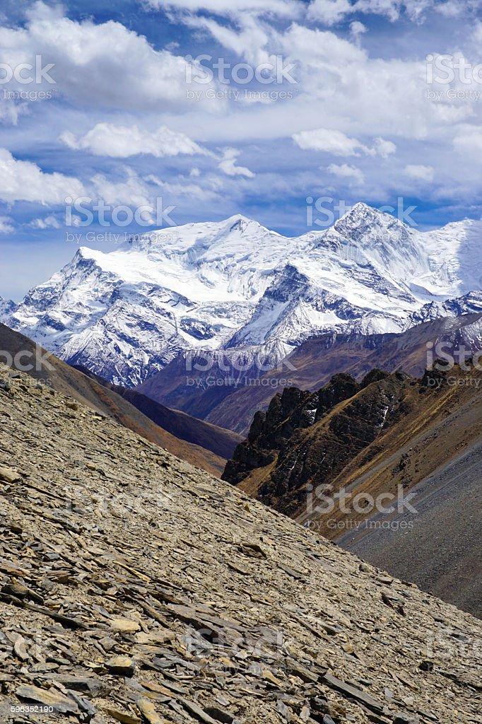 Mountain view Annapurna Himal in valley of Khola river Lizenzfreies stock-foto