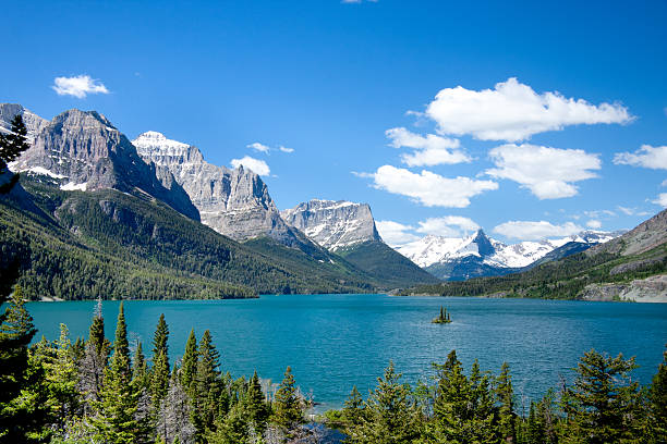 a mountain view in glacier national park, montana - us glacier national park stock pictures, royalty-free photos & images