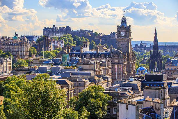 Mountain view point over Edinburgh city. – Foto