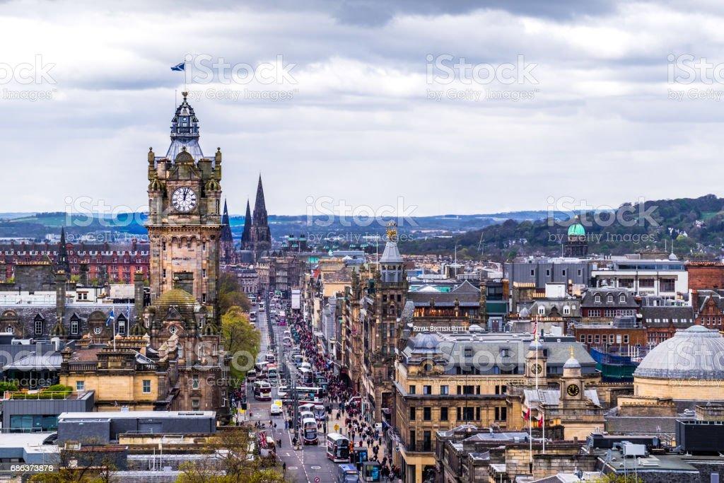 Mountain view point over Edinburgh city. - foto de stock