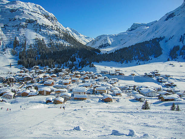 mounain village - arlberg hotel stock-fotos und bilder