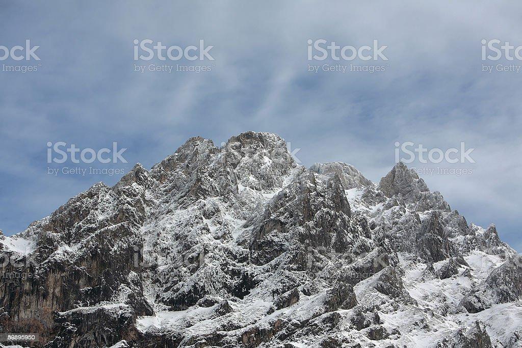 Montaña con nieve foto de stock libre de derechos