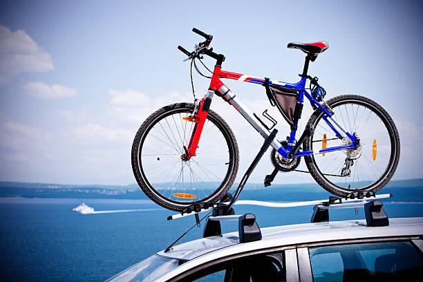 mountain bike world championships auf fahrrad dach carrier - fahrradträger stock-fotos und bilder