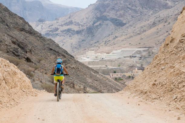Mountainbiken auf Schotterpisten, Oman. – Foto