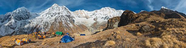 bergsteigen expedition base camp annapurna-himalajagebirge nepals - zelt stehhöhe stock-fotos und bilder