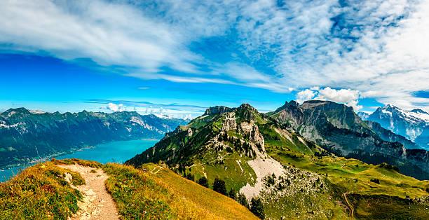 Gebirge über Interlaken und Brienze lakes-III – Foto
