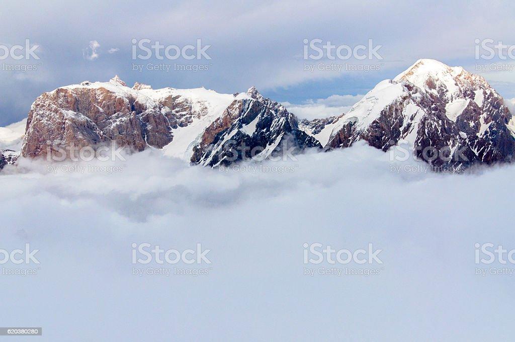 mountains above the clouds zbiór zdjęć royalty-free
