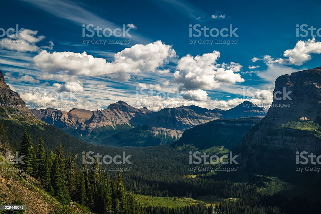 Mountains and valleys under moving clouds. - foto de stock