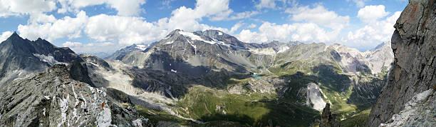 Paisaje de montaña en el verano - foto de stock
