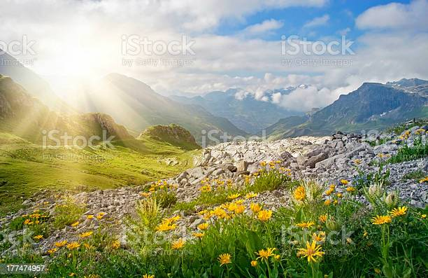 Mountains landscape picture id177474957?b=1&k=6&m=177474957&s=612x612&h=kj0h3ueq3ewfgyk0eioikie f7km pmdhat6x75zxxs=