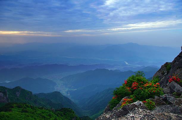 Paisaje de las montañas - foto de stock