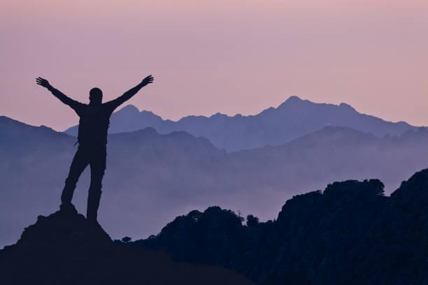 montagnes paysage coucher de soleil - randonnée corse photos et images de collection