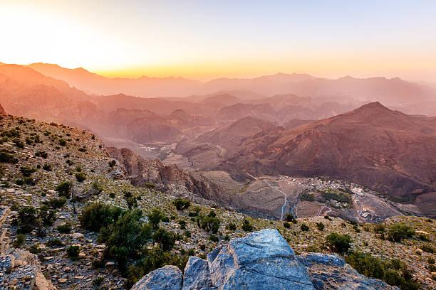 mountains of oman - oman 個照片及圖片檔