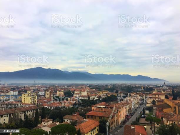 Foto de Montanhas De Pisa e mais fotos de stock de Alto - Descrição Geral