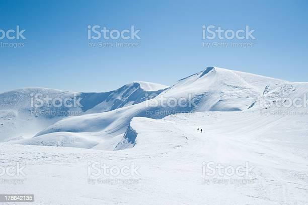 Mountains of snow picture id178642135?b=1&k=6&m=178642135&s=612x612&h=9vtjjmekd jcdfan5 uljlqzcjvn5hsfuoqsbc3aq a=