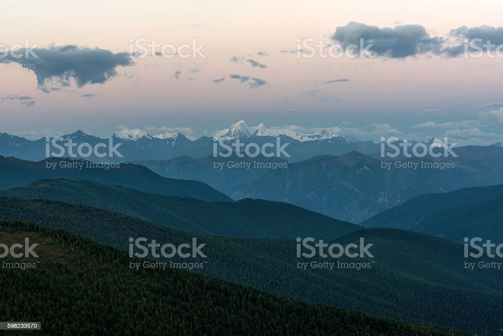 mountains peak snow sky sunrise foto royalty-free