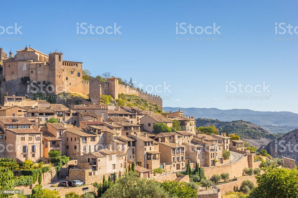 Mountian village Alquezar in the Pyrenees - foto de stock