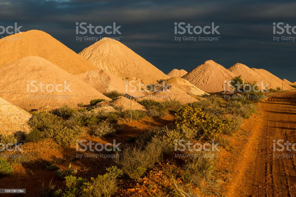 Bevestigingen van mij afvalbassins puin in de Australische outback foto