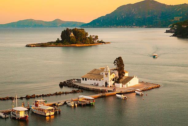 Mouse Island und Vlacherna-Kloster, Insel Korfu, Griechenland – Foto