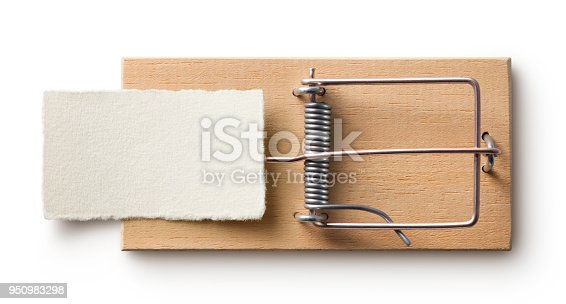 istock Mouse trap with blank paper on white background 950983298