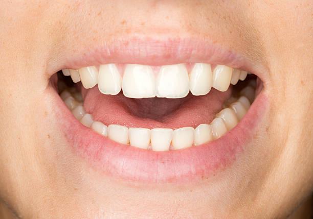 mund sprechen - menschlicher mund stock-fotos und bilder