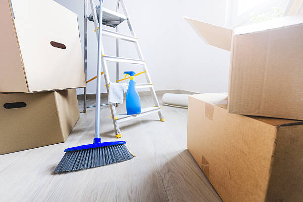 Move. Cardboard boxes and cleaning things Empty room full of cardboard boxes and cleaning things for moving into a new home cleaning equipment stock pictures, royalty-free photos & images