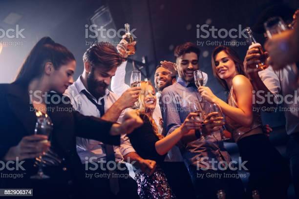 Bewegen Sie Im Takt Body Stockfoto und mehr Bilder von Alkoholisches Getränk