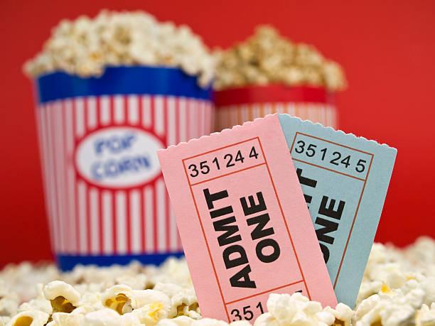 stub film e popcorn - biglietto del cinema foto e immagini stock