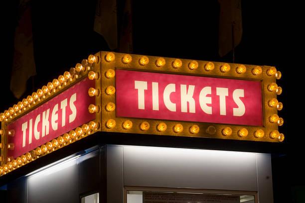 Cinema e Carnaval bilhete placa iluminada com luz - foto de acervo