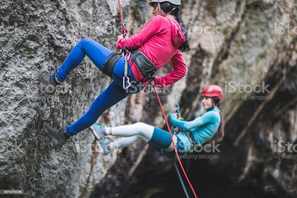 Moving down on the cliff photo libre de droits