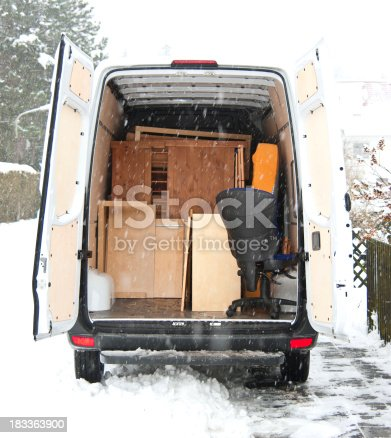 istock moving home at winter - Umzugswagen Sprinter 183363900